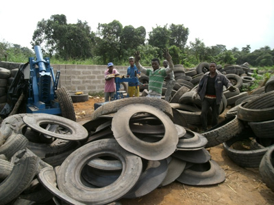 Nigeria customer bought waste tire recycling to oil machine