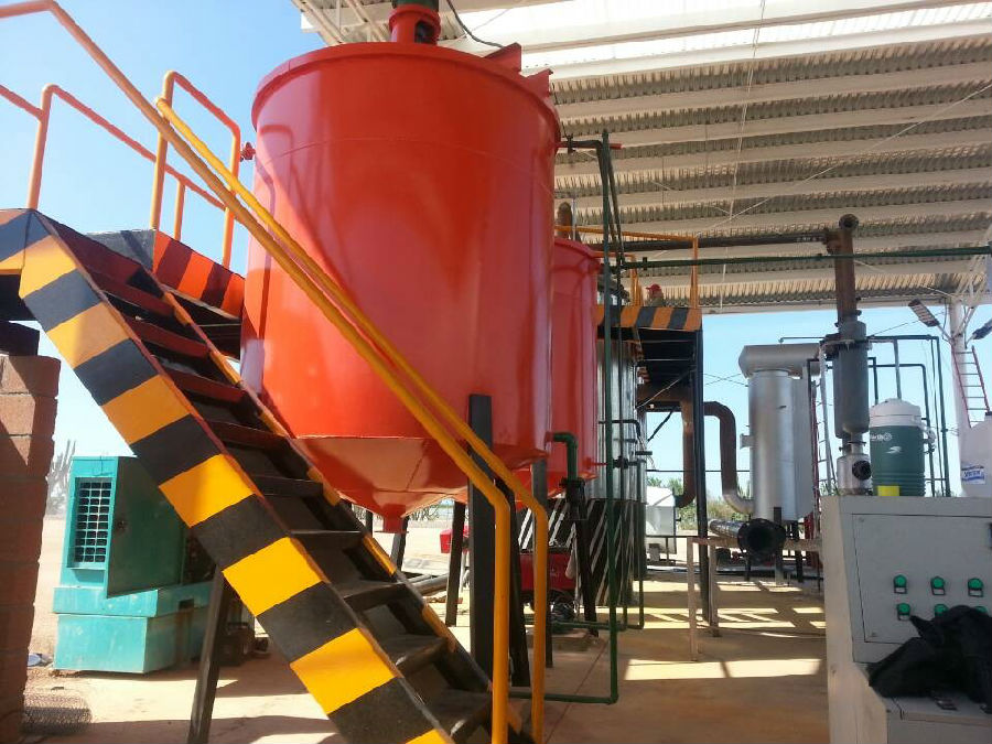 Waste oil distillation equipment in Mexico almost finished installation