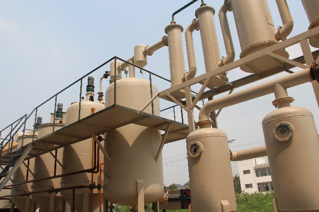 Is a catalyst required in pyrolysis plant?