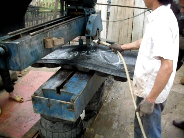 OTR Tyre cutting machine runing video