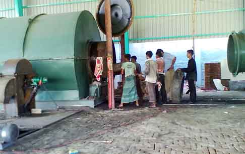 Waste plastic pyrolysis plant project in Bangladesh