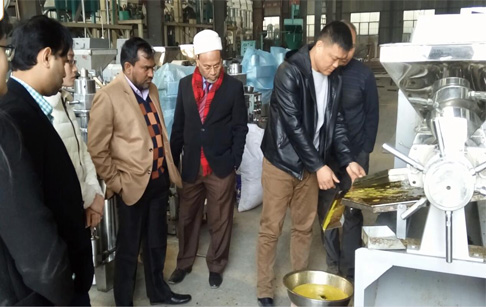 Bangladeshese customers visited our factory for rapeseed oil press machine