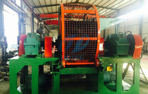 Scrap tire crusher crushing tire machine
