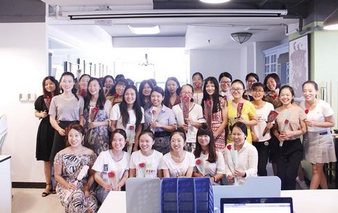 Female employees receive roses and chocolates from DOING on Chinese Valentine's ...