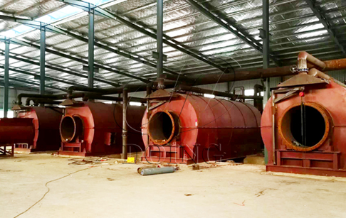 4 sets 12T/D used tyre recycling to oil machines being installed in Fujian, Chin...