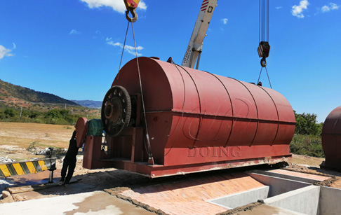 Vietnam installed two sets 12T waste tire to oil recycling plant