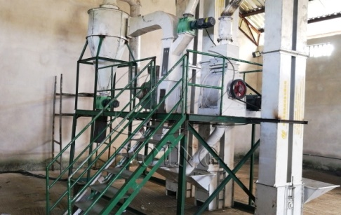 The palm kernel cracker and separator machine was successfully installed in Nigeria and started to debug