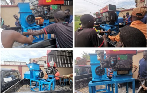 Nigerian customer took a 500kg/h small palm oil expeller machine from our overseas warehouse